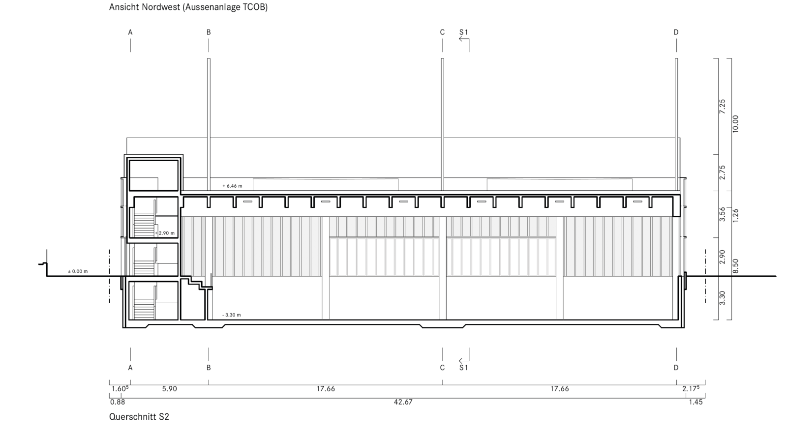 Querschnitt durch die neue Halle. Links die Erschliessung mit der kleinen Tribüne, die einen Blick auf die Plätze ermöglicht.